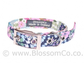 Flora is a pretty design of handmade floral dog collar