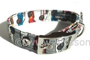 Dog collar with racing car theme design